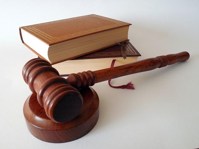 kladivo u zákonů